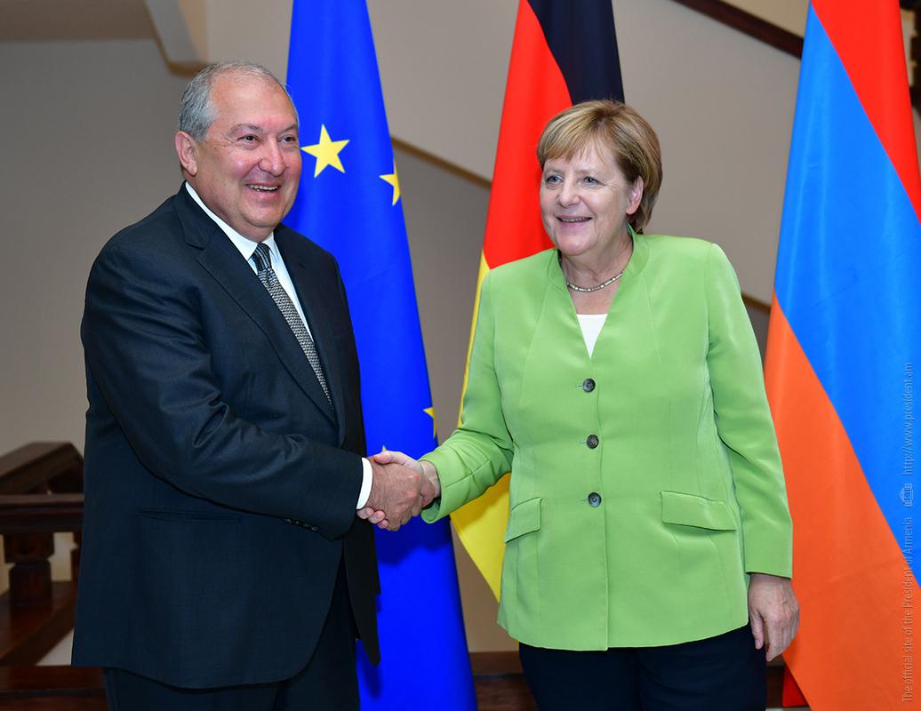 Президент Армении Армен Саркисян и канцлер Германии Ангела Меркель провели встречу