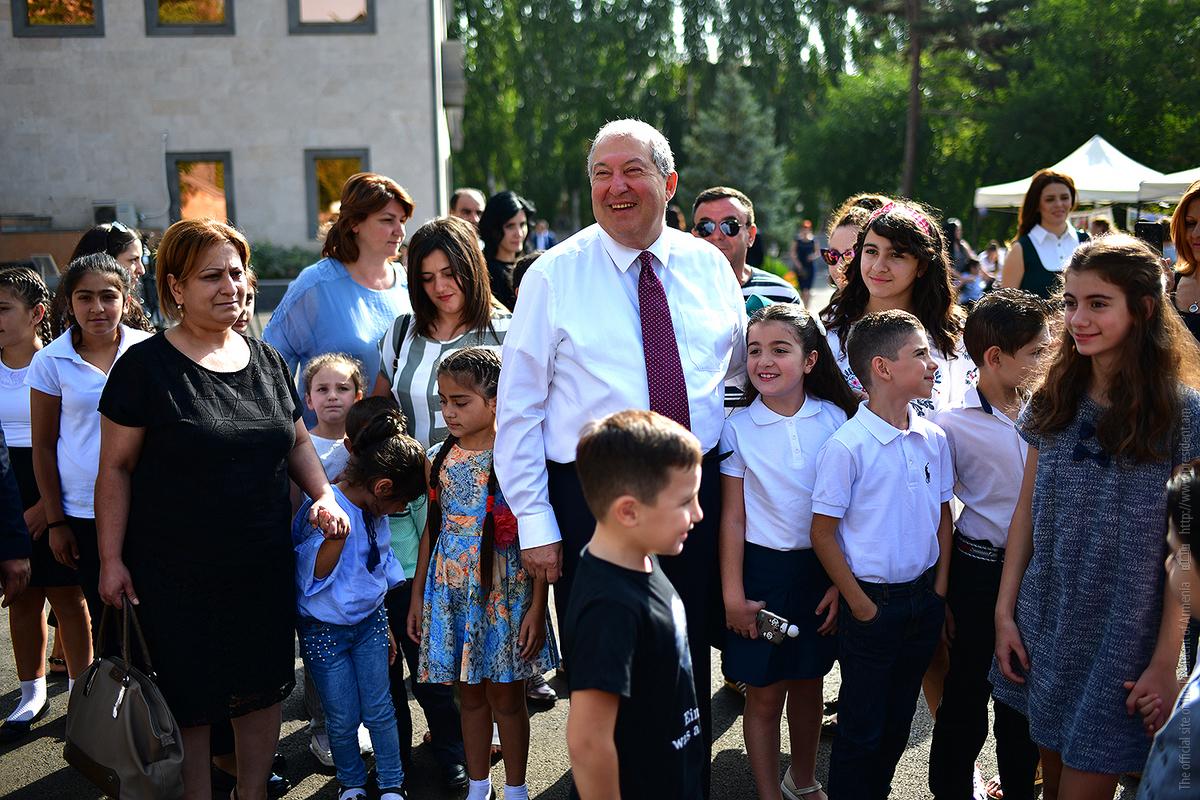 Президент Армен Саркисян поздравил с 1 сентября: Вы можете изменить Армению, вы можете изменить мир