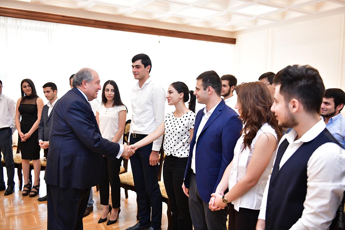 Президент Армении Армен Саркисян встретился со студентами ЕГУ