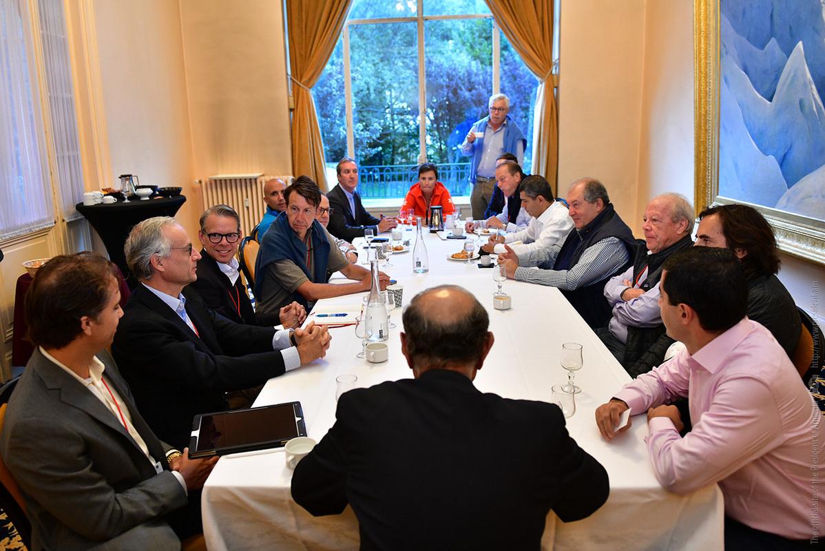 Президент Армении во Франции провел встречу с руководством известных мировых компаний