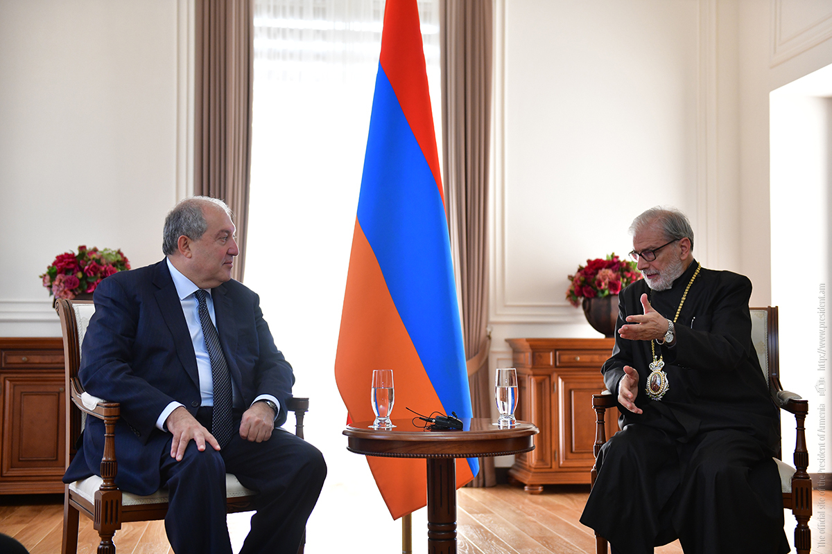 Президент Армении Армен Саркисян принял архиепископа Левона Зекияна