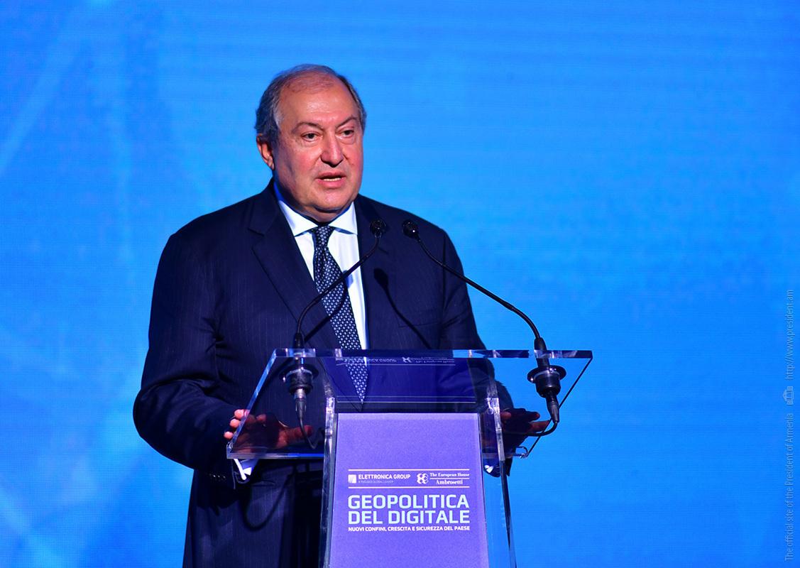 Президент Армении: Завтрашними лидерами станут те, кто осознает важность происходящих в мире стремительных перемен