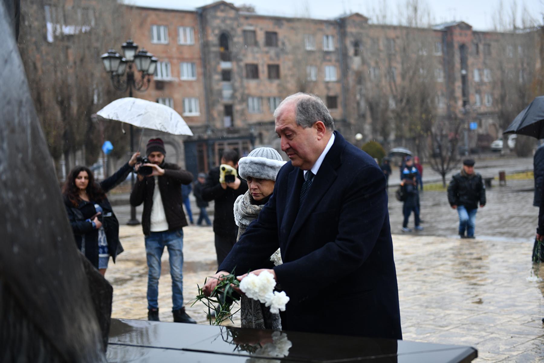 gyoumri--es-qez-gitem-ou-siroum-em-bac-namak-gyoumriin-hh-naxagah-armen-sargsyanic