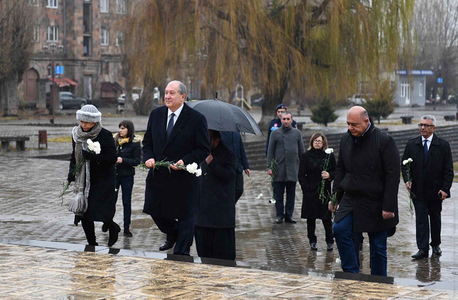 Президент Армен Саркисян в Гюмри воздал дань уважения памяти жертв землетрясения