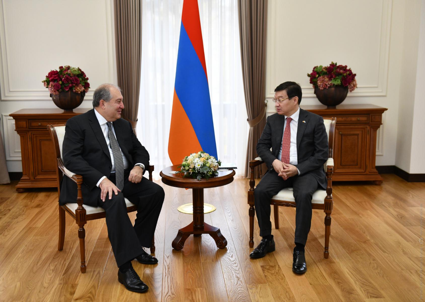 Президент Армении и посол Казахстана обсудили углубление связей в гуманитарной сфере