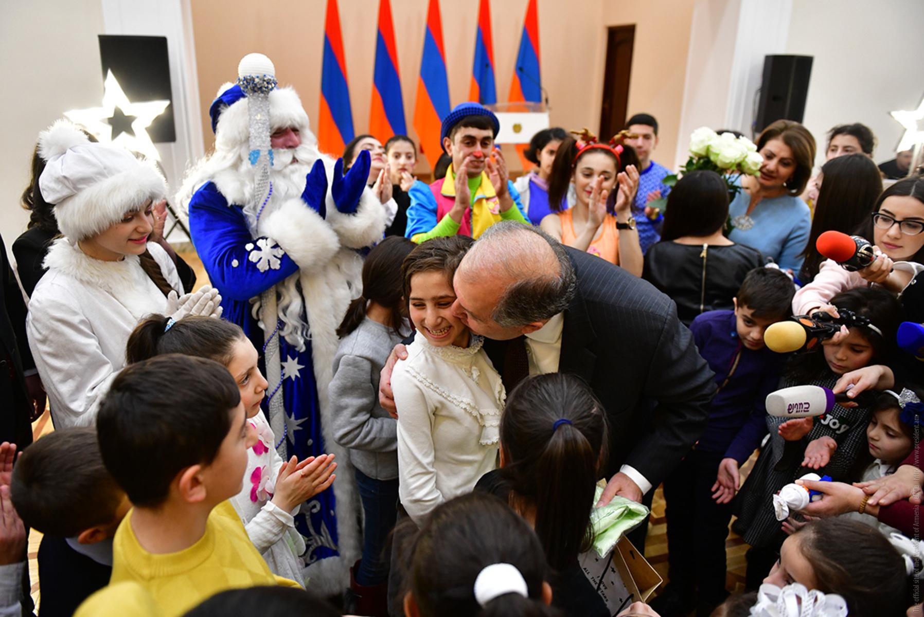 В гостях у президента Армении были дети