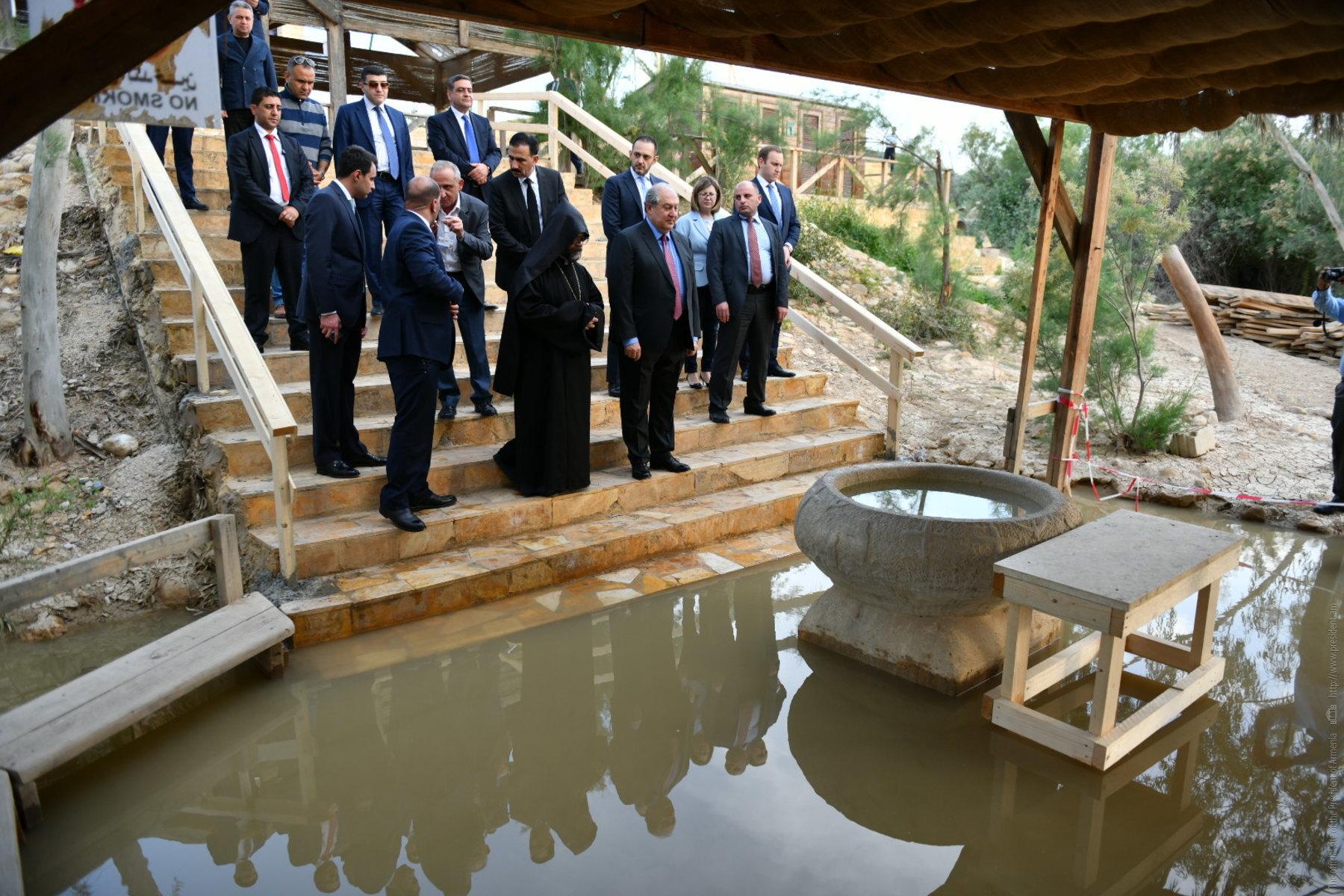 "Президент Армении Армен Саркисян посетил ""место крещения Иисуса Христа"" на берегу реки Иордан"