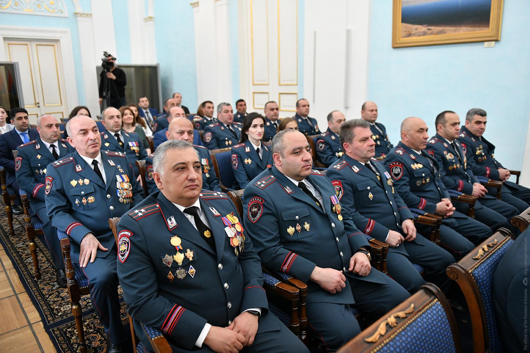 Президент Армении наградил группу сотрудников полиции