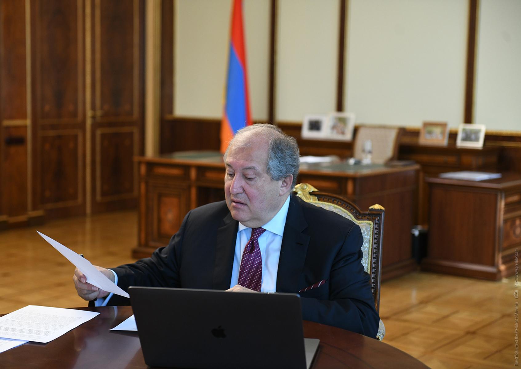 Мы привыкли преодолевать трудности, и сегодня должны это делать вместе - президент Армении