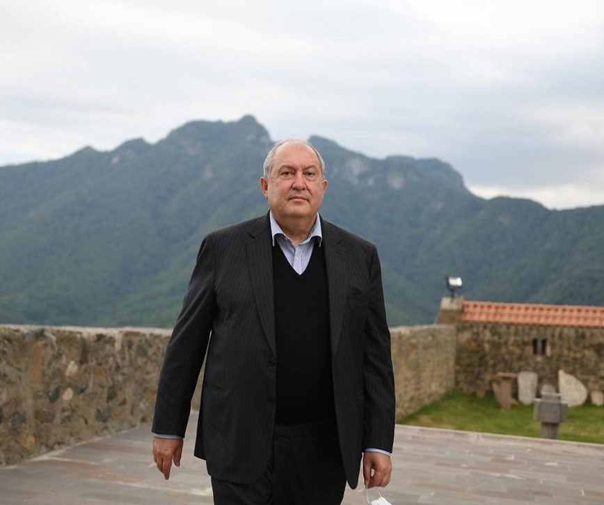 The Artsakh problem has no other solution except for a strong Artsakh
